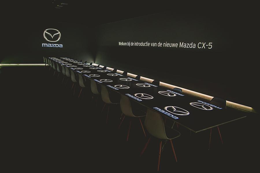 Exclusief Mazda diner met tafelprojectie