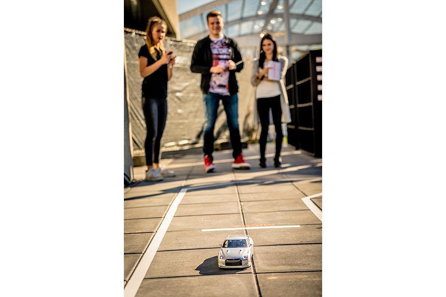 Automotive activiteit tijdens familie evenement